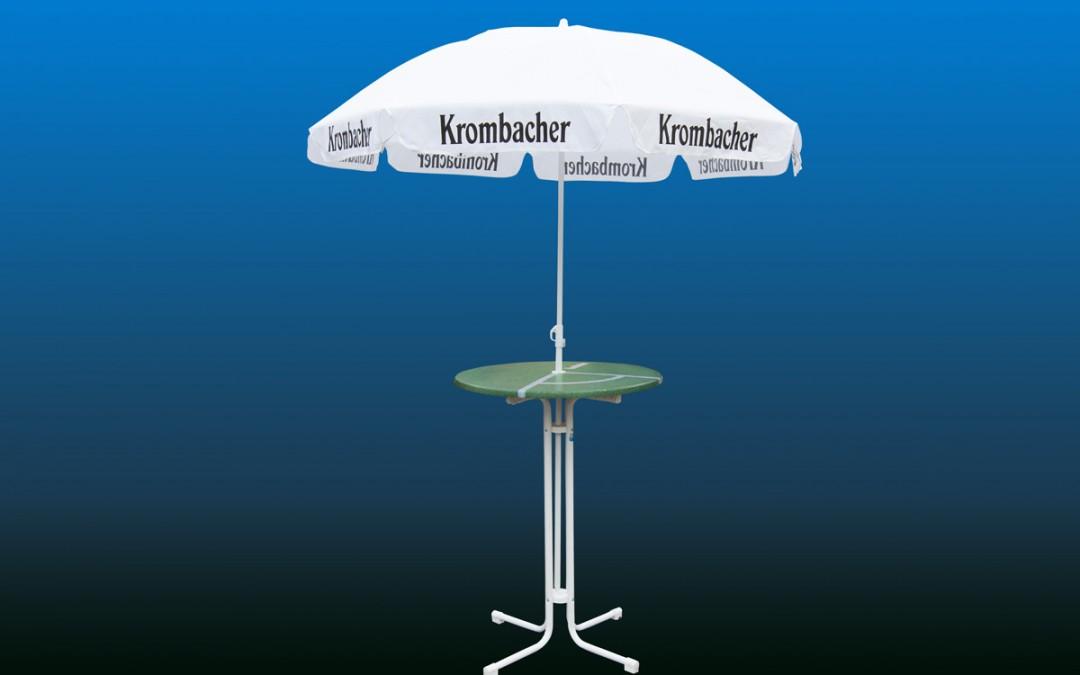 Sonnenschirm mit Tisch